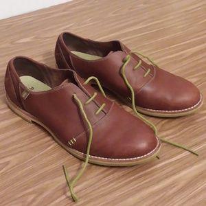 Ahnu leather oxfords size 9.5 EUC